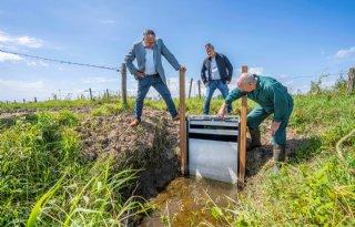 Stuw helpt boer bij wateroverlast en verdroging