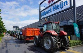 Belgische boeren protesteren tegen lage melkprijs in supermarkt