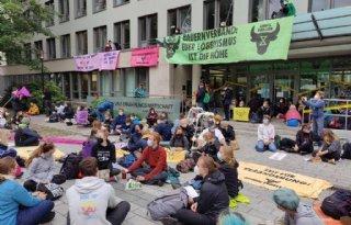Milieuactivisten blokkeren kantoor Duitse boerenbond