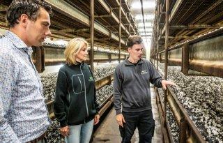 Burgemeester Boekel bezoekt boerenbedrijven