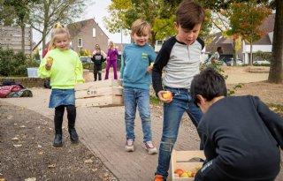 Groente en fruit uitgedeeld tijdens Dutch Food Week