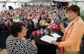 Sharon Dijksma krijgt tuintje van LTO Noord
