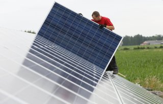 Overheid+moet+bouw+zonneparken+reguleren