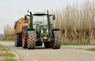 Politie+richt+vizier+op+landbouwvoertuig