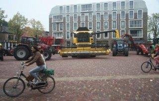 Boeren met groot materieel vragen aandacht in Alkmaar