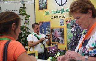 Plantarium+rijgt+beursschakels+aan+ketting