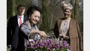 Chinese first lady doopt tulp in Keukenhof