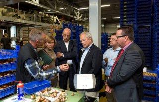 VS-ambassadeur bezoekt bollenexporteur