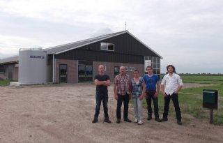 Open dag stal met luchtwasser in Rouveen
