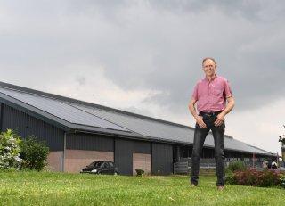 Melkveehouder Harbers: 'Zonnepanelen op dak passen naadloos bij duurzaam boeren'