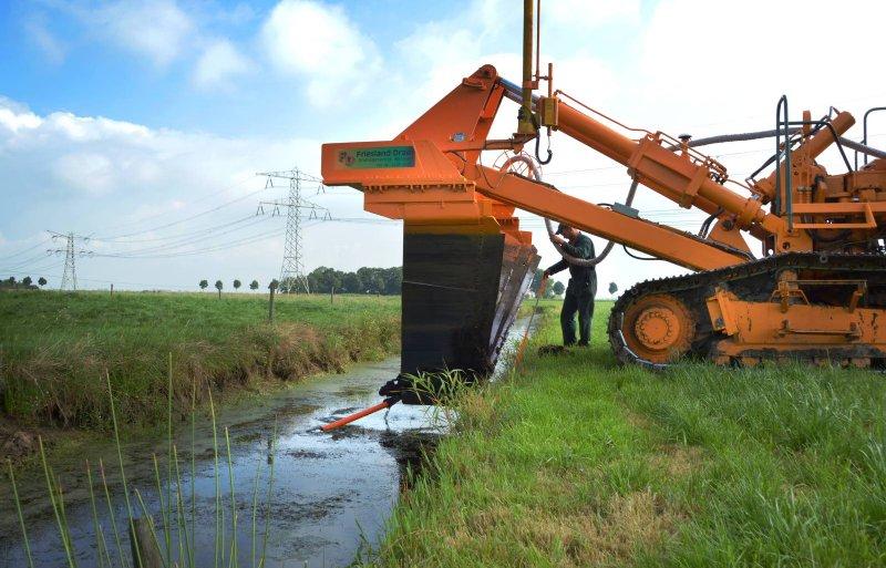 De uitgangspunten van de Friese veenweidevisie staan op de helling, nu Provinciale Staten van Fryslân niet de nadruk willen leggen op het behoud van de landbouwkundige functie, maar op het creëren van meer balans tussen landbouw, natuur en milieu.