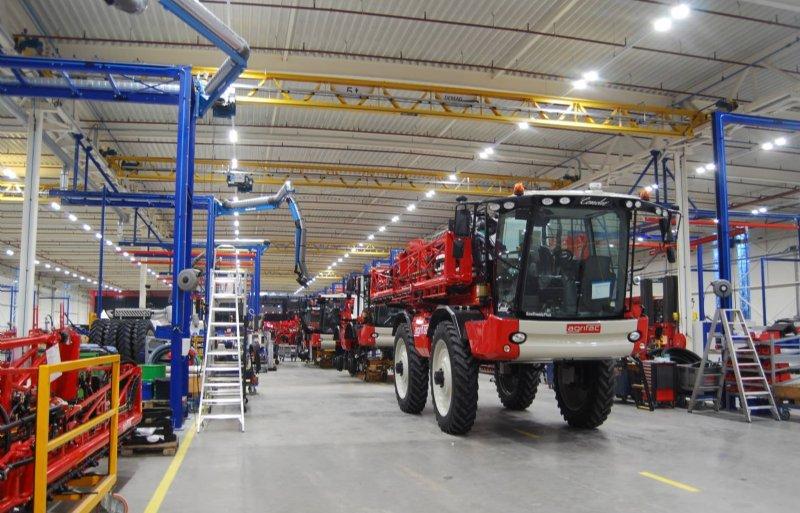 Jaarlijks hoopt Agrifac in de nieuwe fabriek in Steenwijk zo'n 180 zelfrijdende veldspuiten te bouwen.