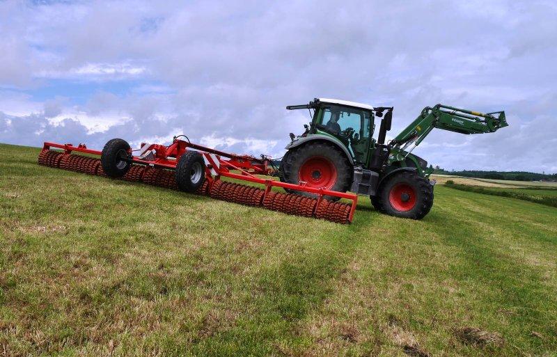 Güttler heeft ook machines voor graslandverzorging.