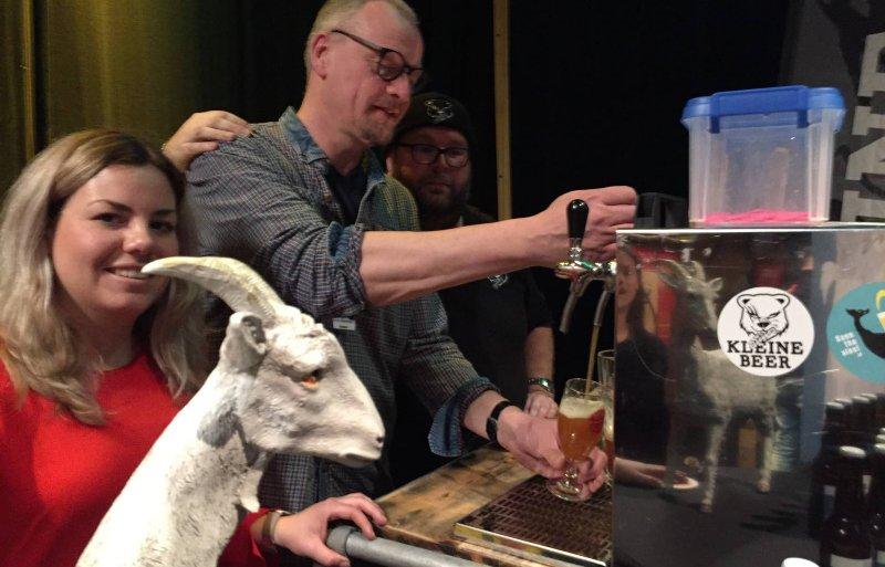 Ulco de Jong van brouwerij De Kroon op Leeuwarden op het Lentebierfestival in Leeuwarden.