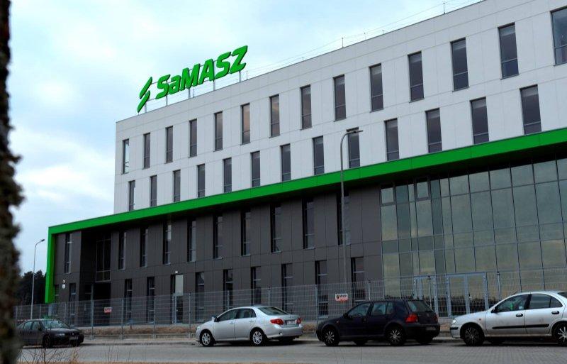 Het vooraanzicht van de nieuwe Samasz-fabriek in het Poolse Zabludów.
