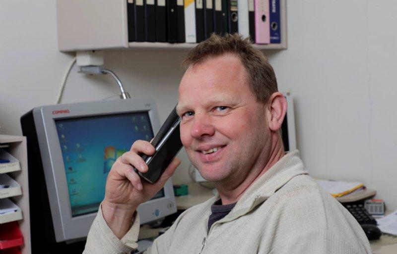 Sociaal contact met de wereld om hem heen is voor varkenshouder Leen Prins uit Oudleusen belangrijk. Hij werkt daarom ook bij CRV.