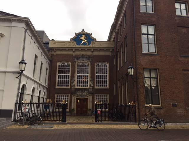 Boeren bezochten dinsdagavond het stadhuis van Leeuwarden.