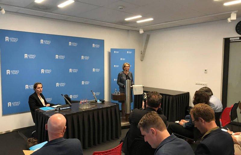 Winnie Sorgdrager presenteert onderzoek naar de fipronil-affaire.