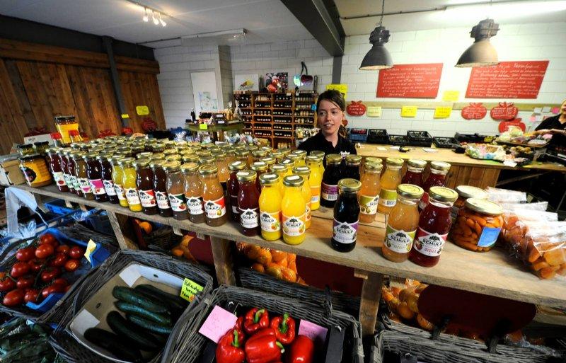 De verkoop via boerderijwinkels zoals van Fruitbedrijf Hoekstra in Luttelgeest is dit jaar fors gestegen.
