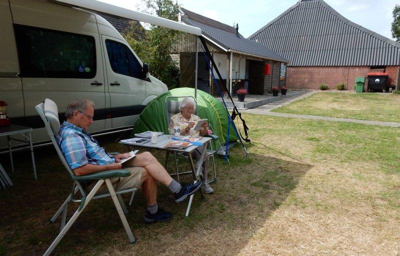 Gasten van Louis en Charlotte Oudshoorn op De Kan Hoeve in De Veenhoop.