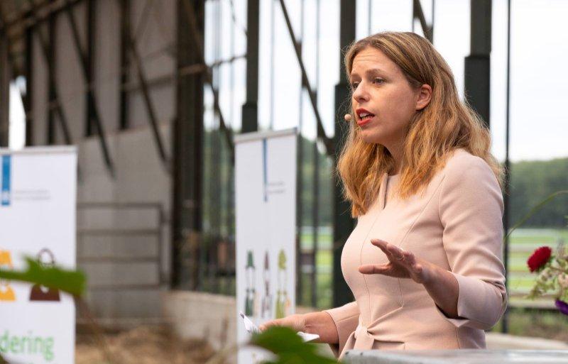 Minister Carola Schouten bij de presentatie van de kringloopvisie.