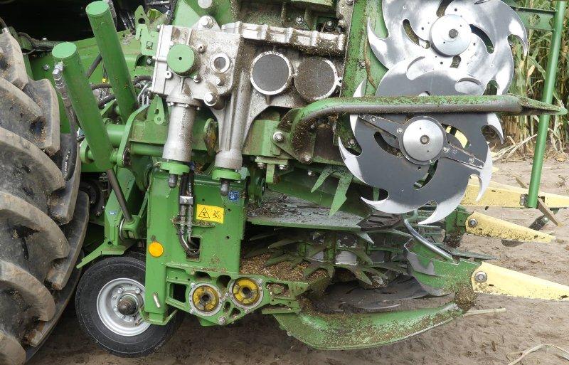 De dwars geplaatste V12 Liebherr-motor is goed voor 1.156 pk.