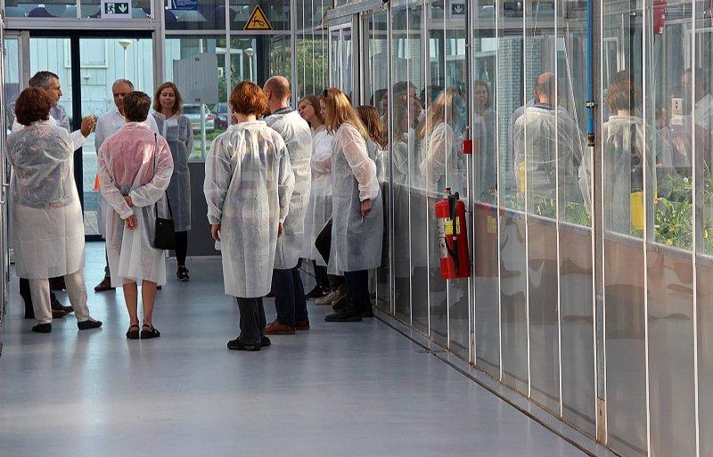 Rondleiding door Crop Innovation Center van KeyGene na de officiële opening.