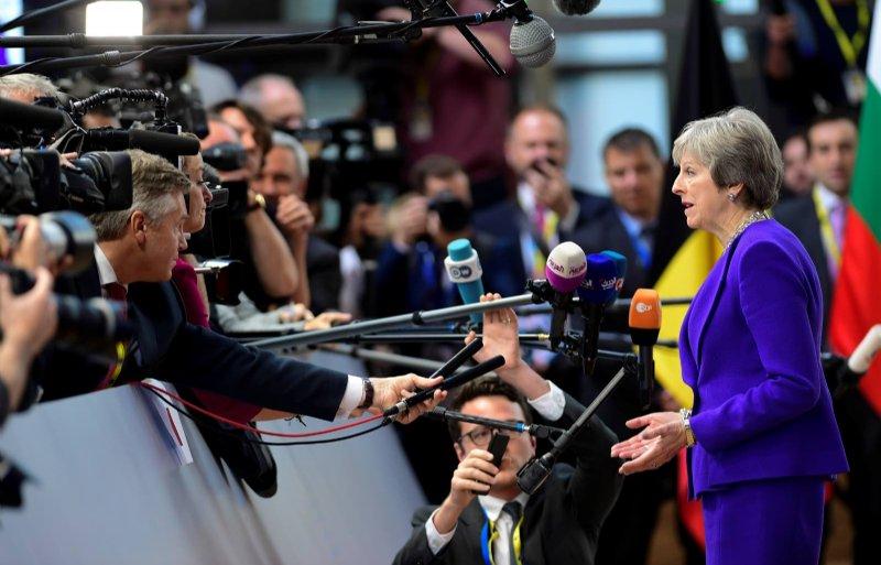 De Britse premier Theresa May staat in Brussel de pers te woord.