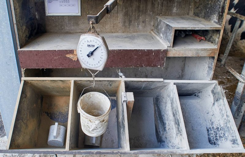 Ook bij de mineralenbak hangt een werkinstructie.