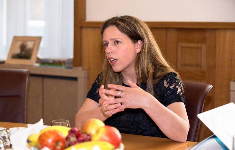 Carola Schouten (42) is vicepremier en minister van Landbouw, Natuur en Voedselkwaliteit. Ze woont in Rotterdam en groeide op op een melkveebedrijf in het Brabantse Giesen.
