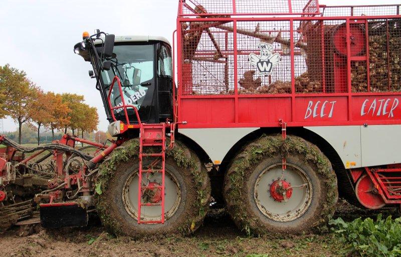 Met een bandendrukwisselsysteem op een bietenrooier is de bodem te ontzien.