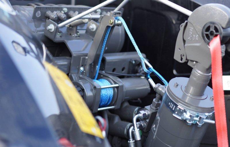 Hydrokit krijgt een bronzen medaille voor een elektrische lier die de topstang optilt nadat je op een knop hebt gedrukt