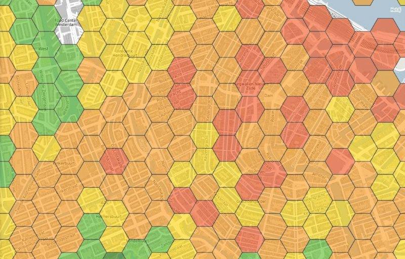 Kaart van Amsterdam met veel (groen) en weinig (rood) bijenvoer.