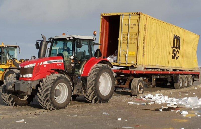 In containers wordt de rotzooi opgeslagen.