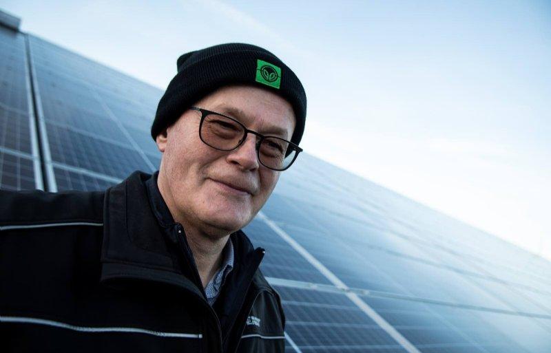 756 zonnepanelen kwamen er op de daken van Johan Smits.