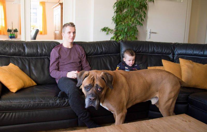 Cliënt Jesper samen met zoon Sam en hond Guus.