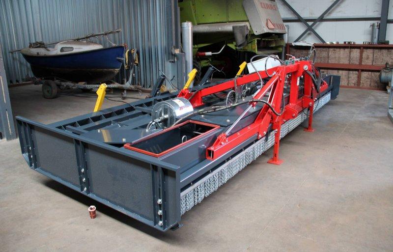 De 6 meter brede Hoaf-onkruidbrander gebruikt 125 à 150 liter propaan per hectare.