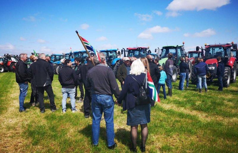 Vijftig tot zestig trekkers kwamen naar Middelstum om te protesteren tegen de gaswinning.