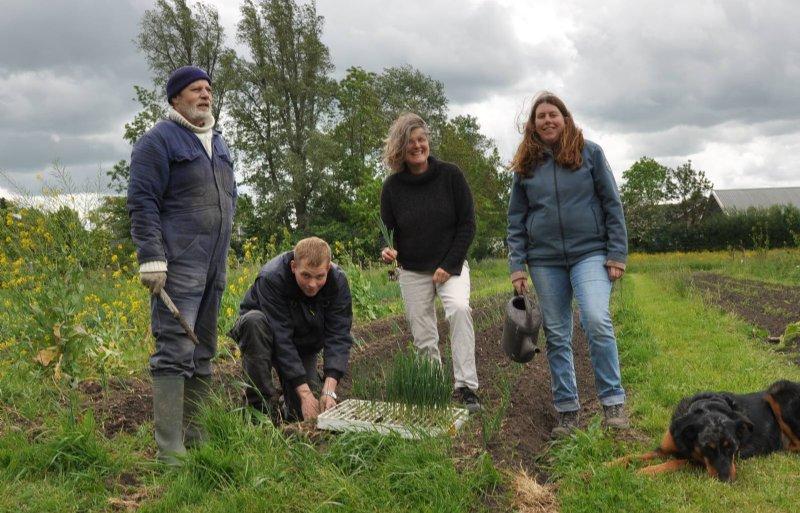 Marianne van de Velde (tweede van rechts) met drie deelnemers.