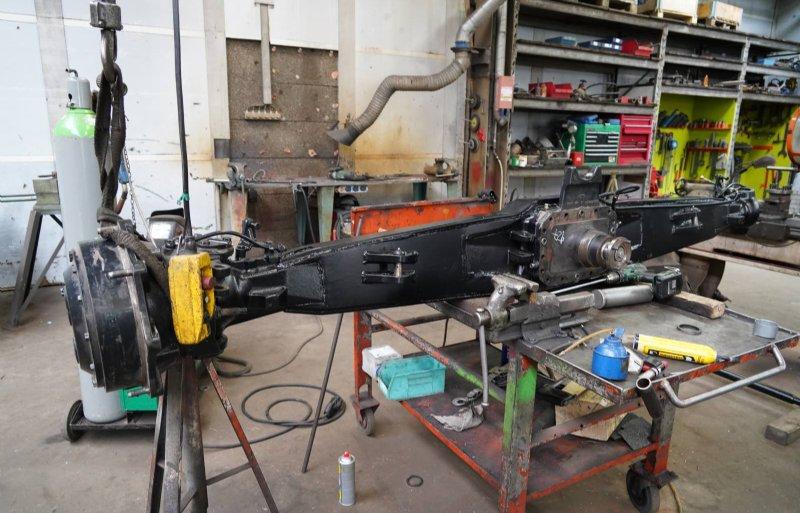 Voor de verbrede vooras wordt speciaal staal gebruikt. De constructie luistert nauw.