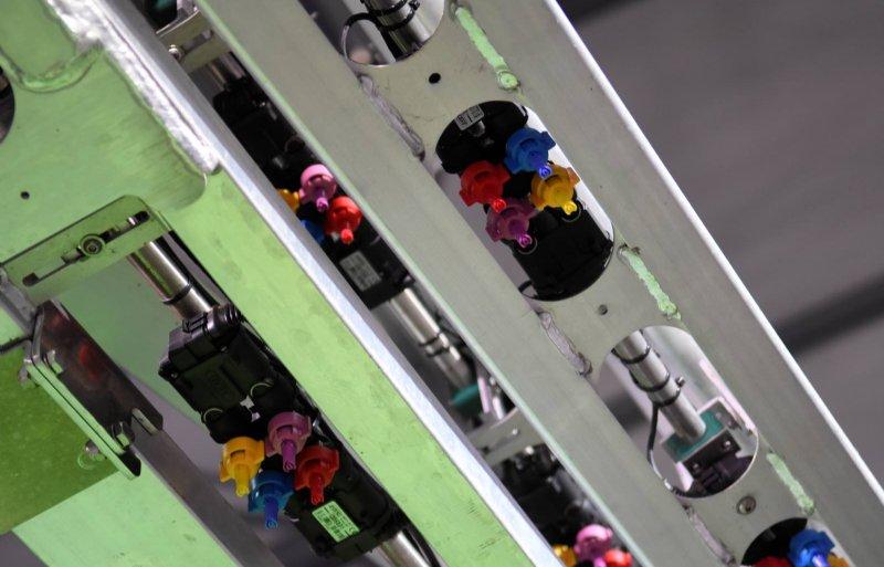 De Arag-dophouder voor vier doppen. Nieuwe software maakt combinaties aan de hand van de druk, driftreductie en rijsnelheid.
