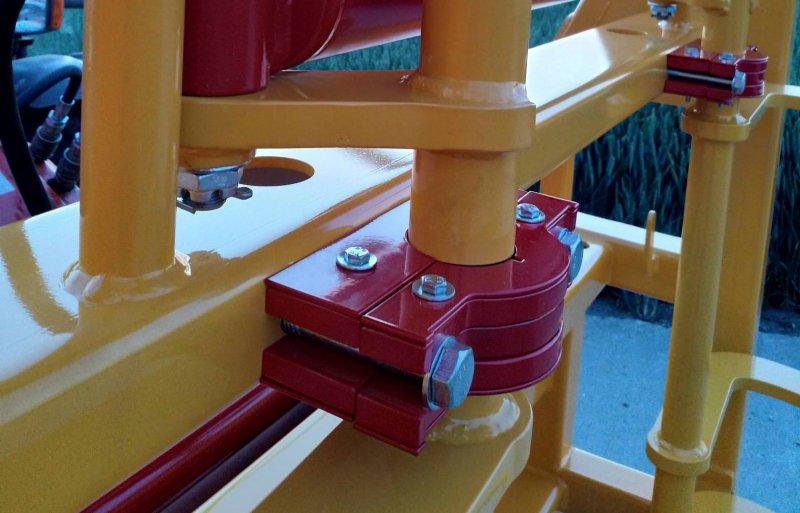 De deelbare lagerblokken bestaan uit zes plaatjes ijzer. Drie plaatjes aan de achterkant en drie aan de voorkant.