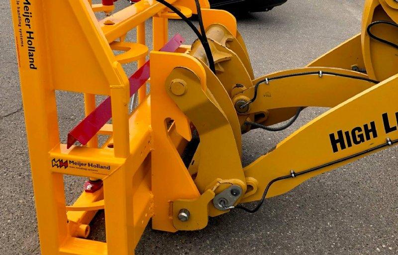 De balenklem is leverbaar met demontabele aanbouwhaken voor ieder type voorlader, shovel, verreiker of kraan.