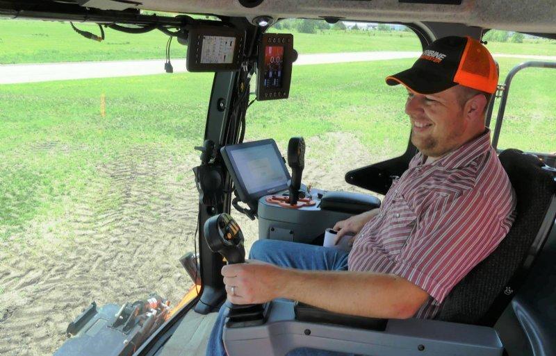 Greg Leck: 'Om het uitzicht naar voren niet te belemmeren, wordt de Tribine bestuurd met joysticks.'