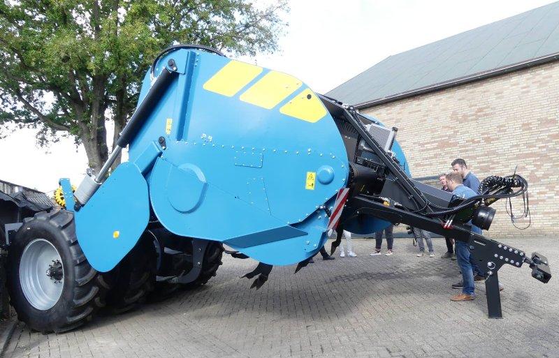 Deze diepspitmachine 135 kan tot 1,35 meter diep spitten en staat  klaar voor verzending naar Canada.