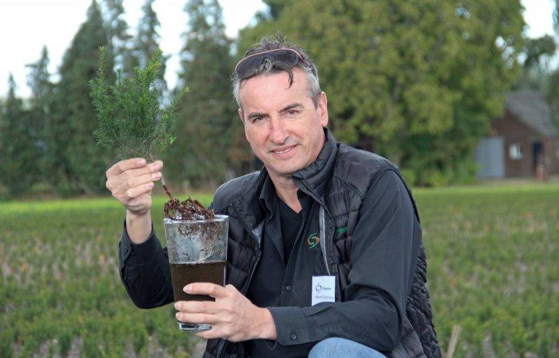 Albert Dortmans van Orgapower toont biostimulator Kernmix 100.