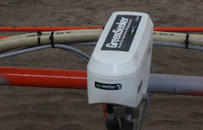 De Greenseeker meet gewasreflectie. Hij is te combineren met een Trimble-display.