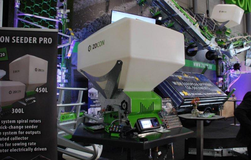 De Zocon-zaaimachine kan worden uitgerust met een zaadtank van 150, 300 of 450 liter.