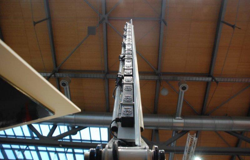 SensoSafe is met twee beugels aan het frame van de frontmaaier gemonteerd.