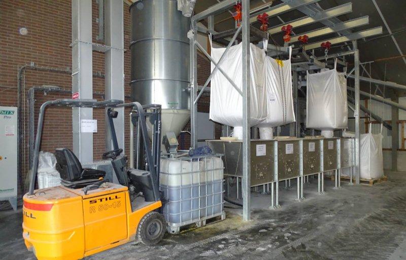 Het compacte droogvoerfabriekje.